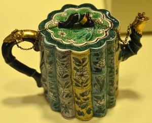 Porcelain Teapot c.1700  Peabody Museum, Salem MA