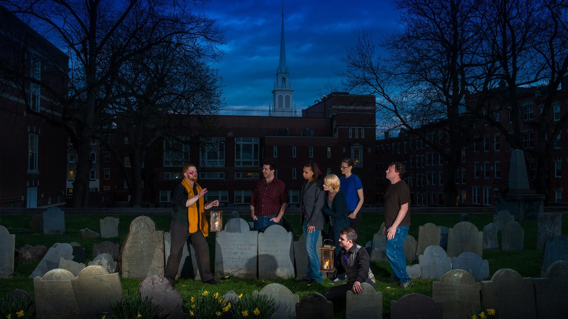 Ghosts & Gravestones Tour at night in Boston