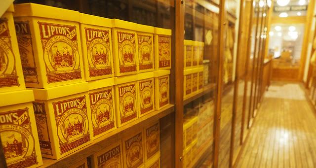 Old Lipton tea boxes on store shelves